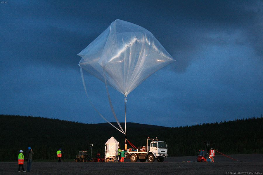 Auxilliary balloon holding the Spirale payload previous to his second flight (Image: C.Chavrier - LPC2E)